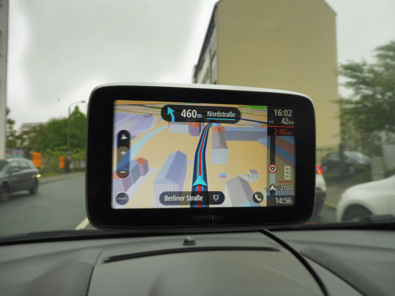 TomTom Go Premium Radarkamera voraus