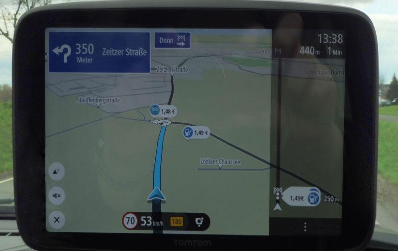 TomTom Go Discover 7 Zoll im Kreisverkehr die Ausfahrt nehmen