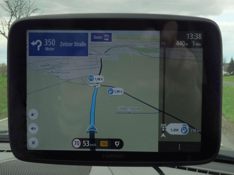 tomtom-go-discover-7-zoll-im-kreisverkehr-die-ausfahrt-nehmen